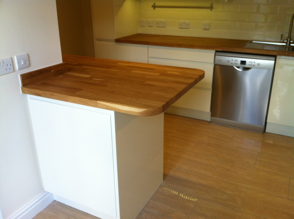 Peninsula design with solid oak.